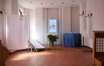 W kościele na Podolanach ciemnica przypomina salę szpitalną